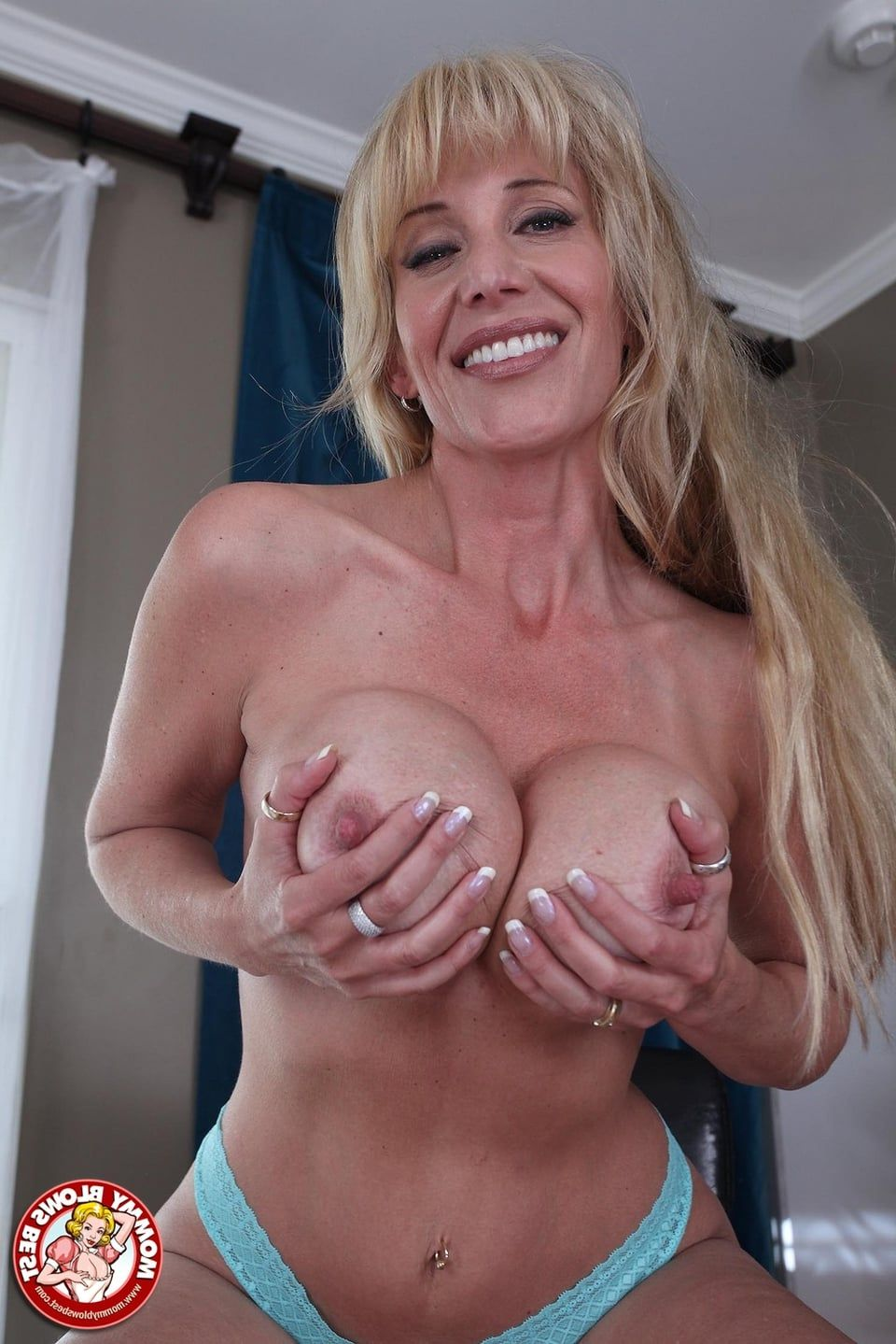 Mature martha and her hairy wet pussy - 3 10